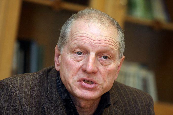 Kādreizējais Latvijas Tautas frontes līderis Dainis Īvāns piedalās mediju brīfingā par Tautas frontes 25.gadu jubilejas pasākumiem.