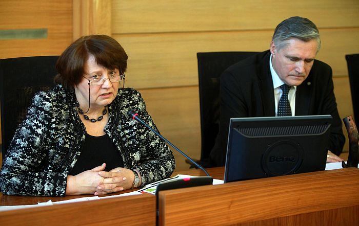 Ministru prezidenta amatam nominētā Laimdota Straujuma un Latvijas Pašvaldību savienības priekšsēdis Andris Jaunsleinis piedalās Latvijas Pašvaldību savienības domes sēdē.