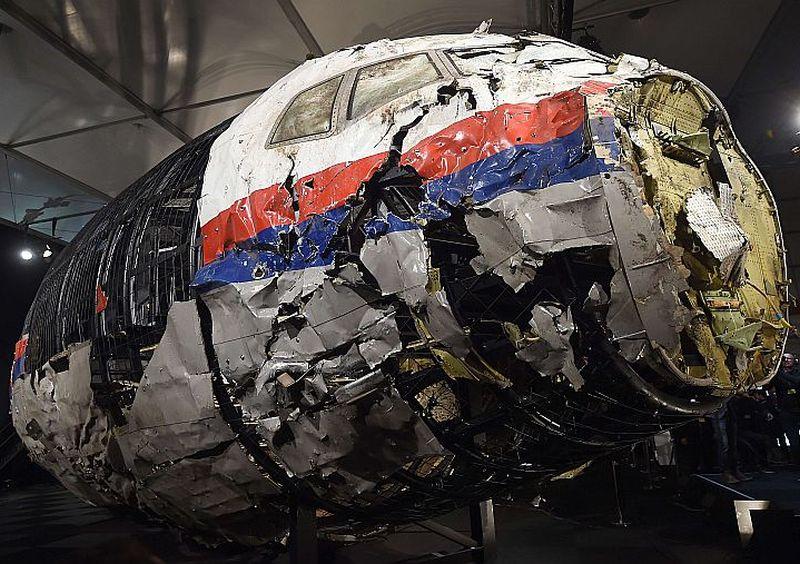 Nīderlandes izmeklētāji Hilzes-Raienas militārajā bāzē 2015. gadā publiskoja izmeklēšanas ziņojumu par virs Austrumukrainas notriektās Malaizijas lidmašīnas tehniskajiem katastrofas iemesliem. Speciālistiem no atlūzām bija izdevies rekonstruēt daļu notriektā Malaizijas lainera.