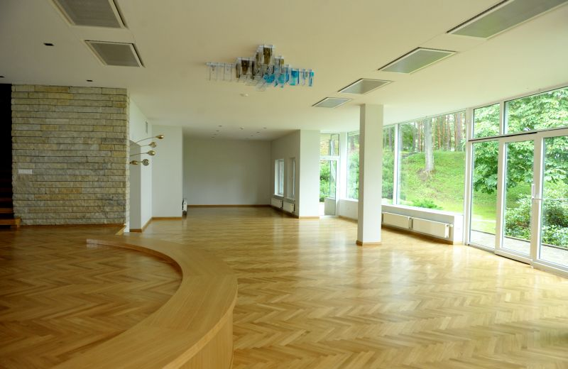 Valsts prezidenta Jūrmalas rezidences pieņemšanas telpa pēc remonta 2015. gadā.
