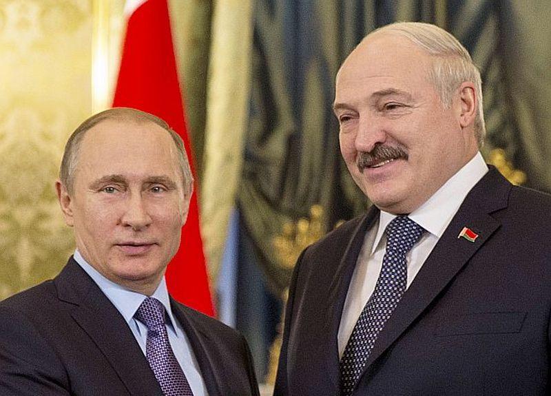 """Krievijas prezidenta Vladimira Putina (no kreisās) un Baltkrievijas prezidenta Aleksandra Lukašenko tikšanās ārēji ir draudzības atainojums, taču Lukašenko nav mierā ar """"mazā brāļa"""" statusu abu valstu savienībā."""