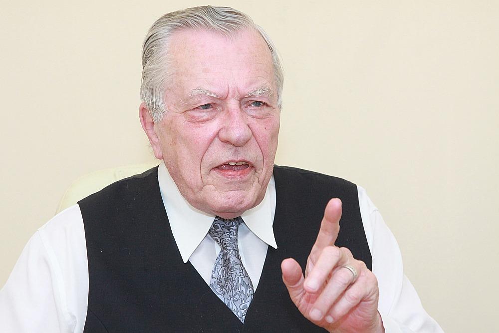 2018.gada 26.septembrī mūžībā aizgājis 6.Saeimas deputāts, uzņēmējs Valdis Krisbergs.
