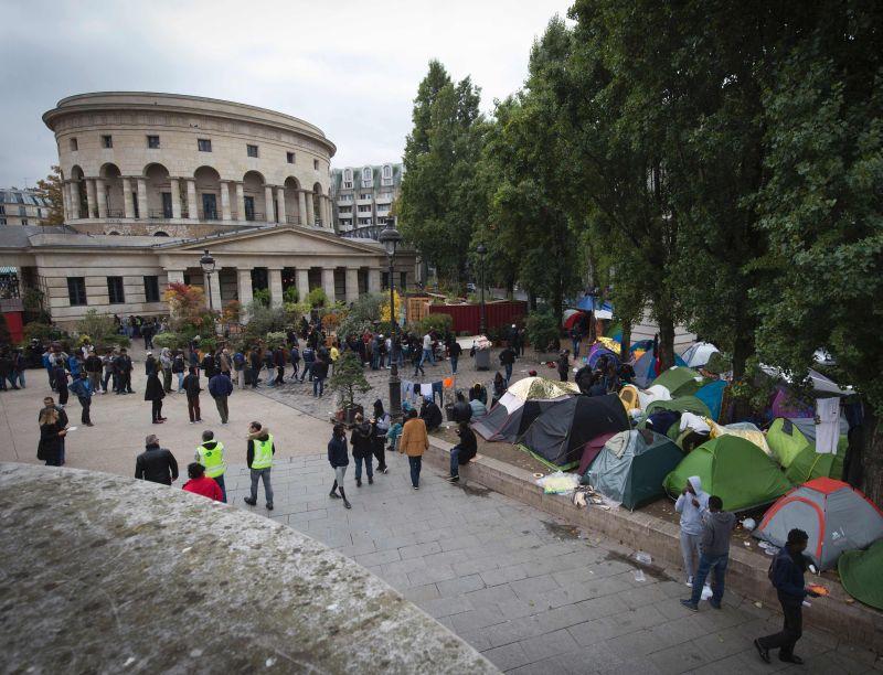 Migrantu teltis Parīzē