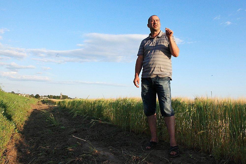 """Patiesā aina būs redzama apmēram februārī, kad būs beigusies platībmaksājumu ienākšana lauksaimnieku kontos. Tāpēc tieši tagad, kamēr vēl ir pieejami naudas līdzekļi, ir jārunā ar bankām, uzskata biedrības """"Zemnieku saeima"""" valdes priekšsēdētājs Juris Lazdiņš."""