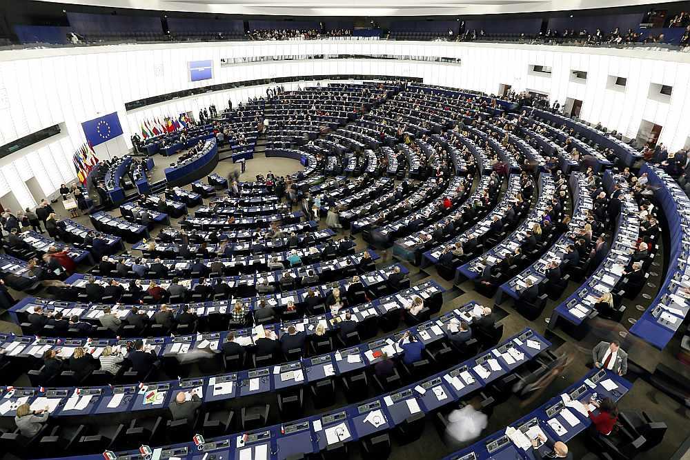No Eiroparlamentā šobrīd esošajiem 748 deputātiem tikai daži uzskatījuši par vajadzīgu atdot neizlietoto naudu par biroja finansējumu EP administrācijai.