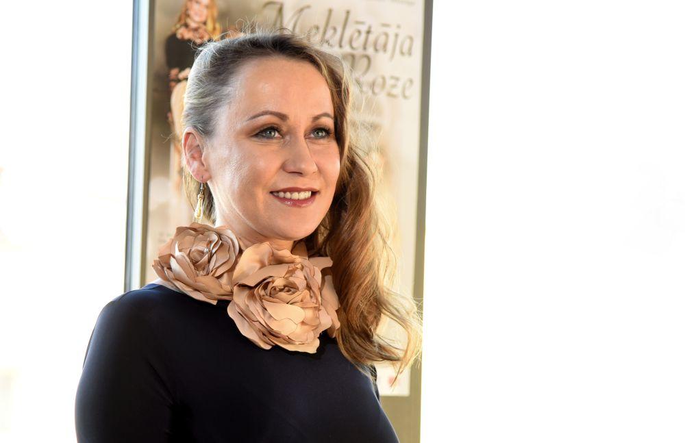 Aktrise un režisore Rēzija Kalniņa.