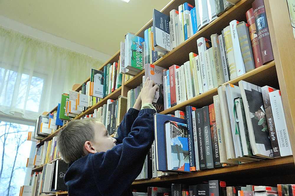 Kultūras darbinieki uzskata, ka reģionālo bibliotēku slēgšana vai to darba laika saīsināšana norāda uz to, ka pašvaldības aiz skaitļiem neredz cilvēkus.