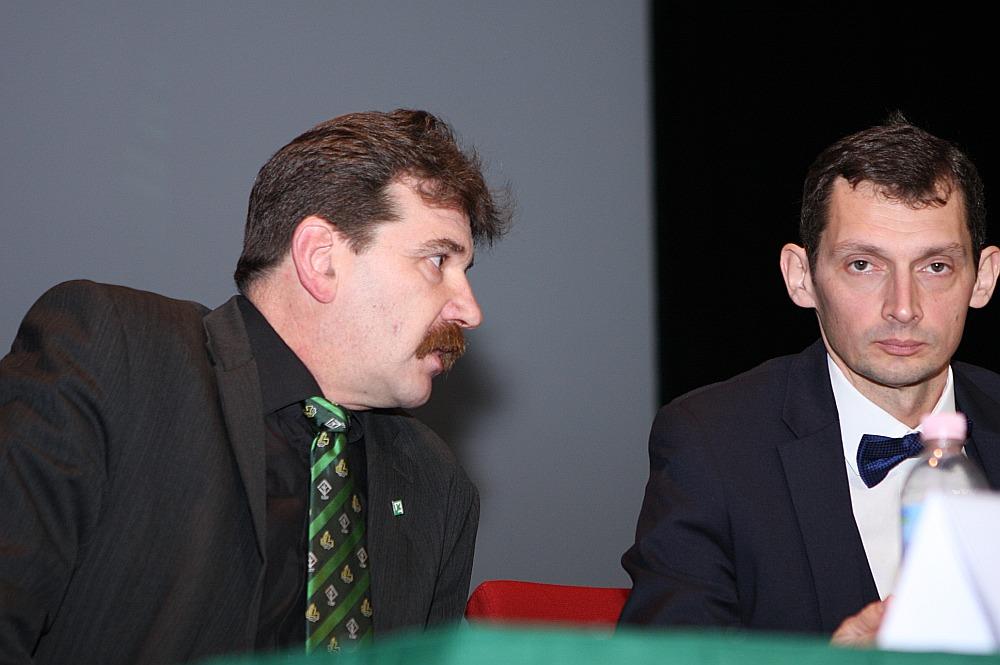 """Līdzšinējais LZP līdzpriekšsēdētājs Ingmārs Līdaka (no kreisās) turpmāk būs partijas domes priekšsēdētājs un """"zaļās"""" ideoloģijas nesējs, savukārt otrs līdzpriekšsēdētājs Viesturs Silenieks turpinās darboties LZP kā ierindas biedrs."""