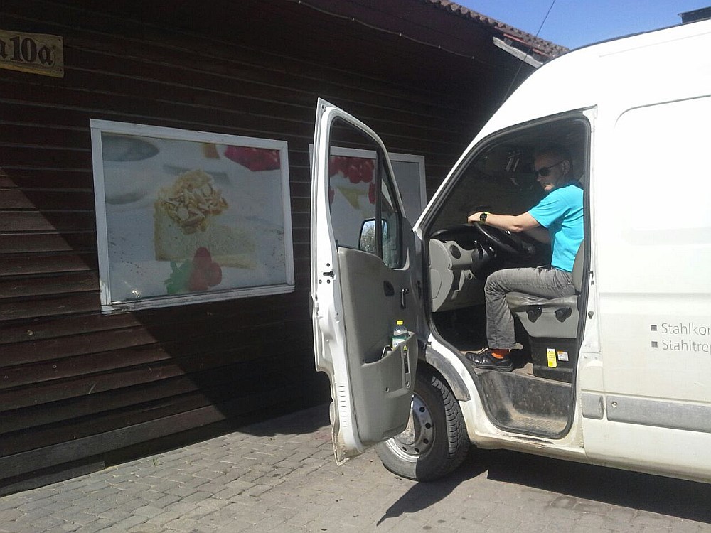 Kurzemes rajona tiesa Kuldīgā ceļu policistam Edijam Tomašam par 40 eiro kukuļa pieņemšanu no šofera piesprieda trīs gadu nosacītu cietumsodu un piecu gadu aizliegumu ieņemt valsts amatpersonas amatu.