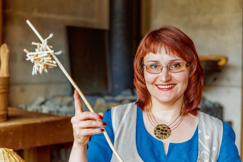 Ivita Pičukane, praktizējoša pirtniece Krimuldas pagasta Ziedleju pirtī, Pirts skolas un LU Medicīnas fakultātes pasniedzēja