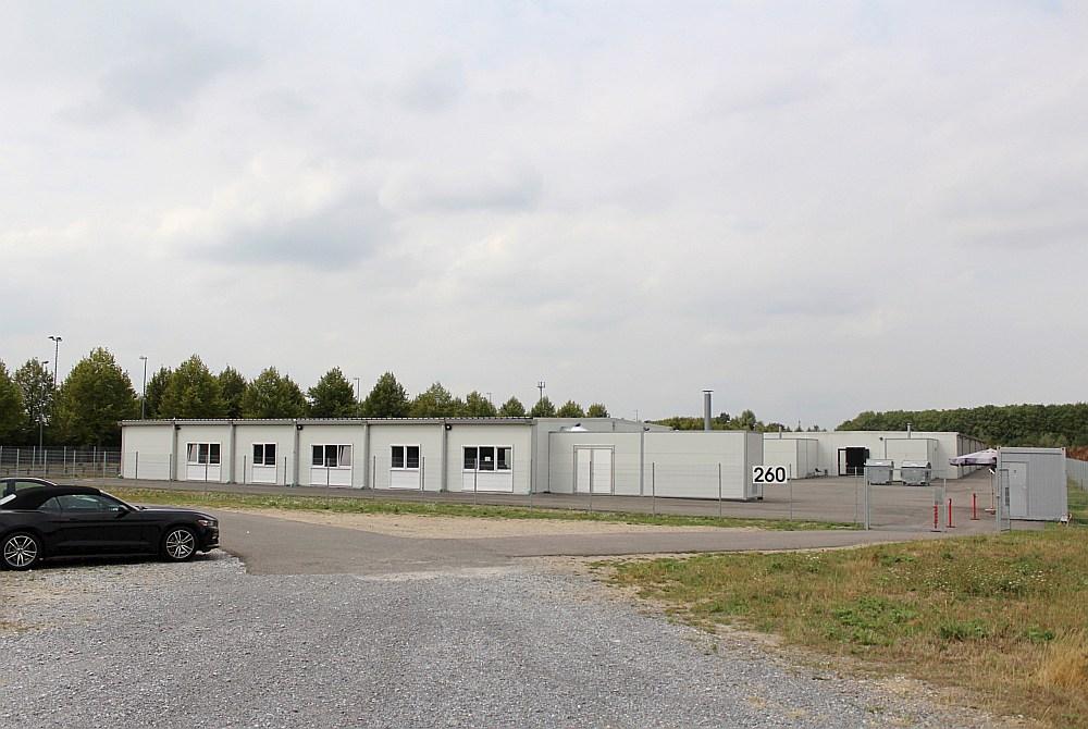 Bēgļu patversme Nordparkā Menhengladbahā, Vācijas pilsētā ar 250 tūkstošiem iedzīvotāju, netālu no Nīderlandes robežas.