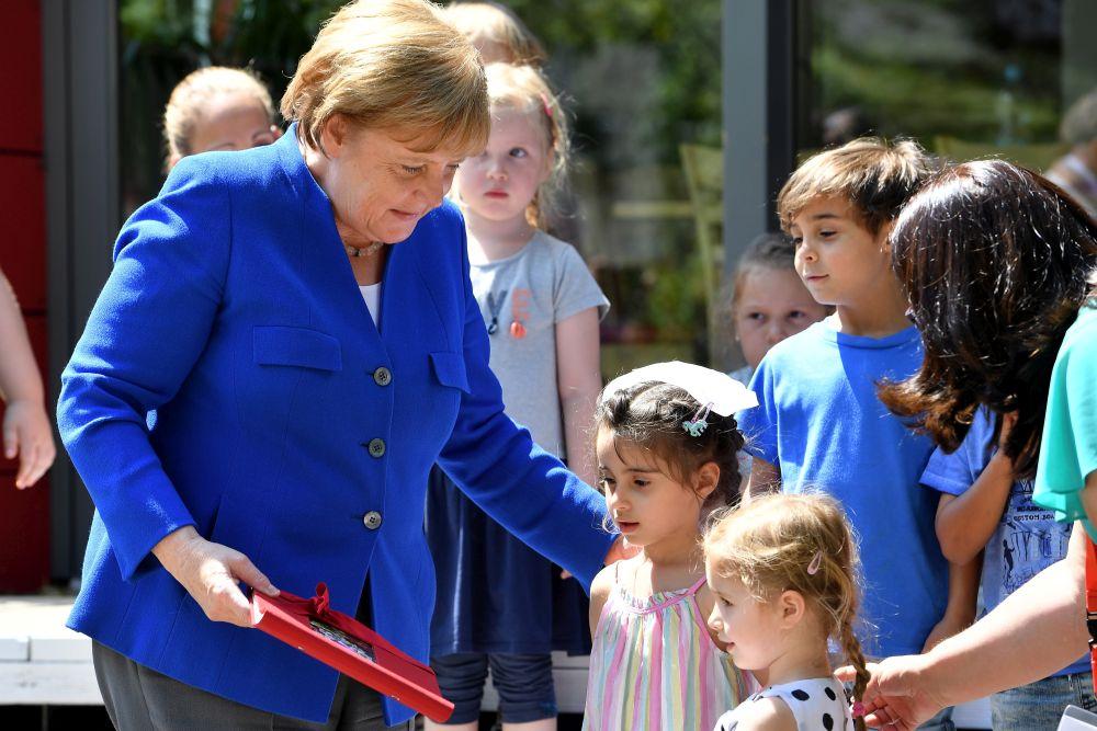 Vācijas kanclere Angela Merkele ar ierosmi par sistēmas reformēšanu, ierobežojot maksājumus Vācijā dzīvojošajiem ārzemniekiem, kuru bērni nedzīvo Vācijā, nāca klajā jau pirms breksita.
