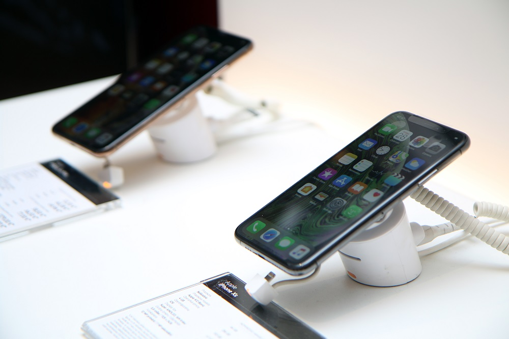 """Jaunie """"iPhone"""" modeļi."""