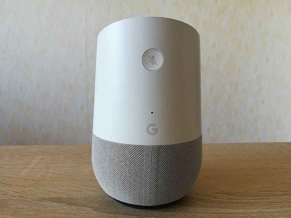 """""""Google"""" alus glāzes izmēra ierīcei izdevies iemācīt plašā """"Google"""" meklētāja gudrības. Un to visu izteikt vārdos."""