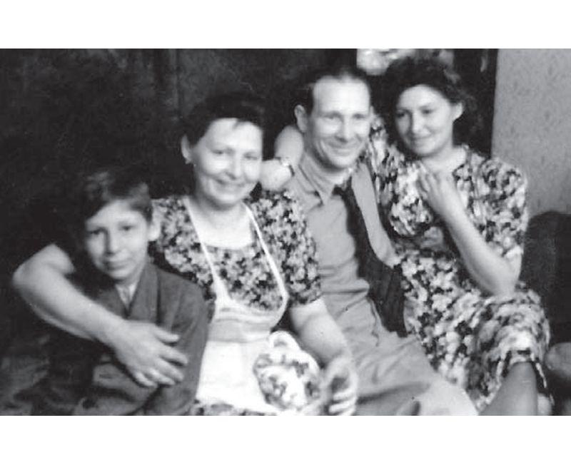 Žanis Lipke kopā ar ģimeni 30. gadu vidū.