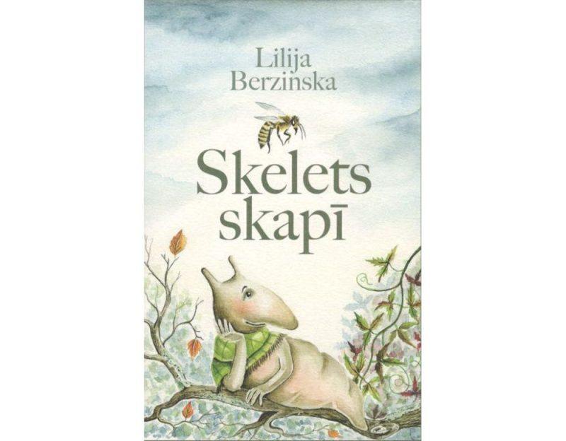 """Lilija Berzinska. """"Skelets skapī"""". Mākslinieces Lilija Berzinska un Katrīna Vasiļevska. """"Dienas Grāmata"""", 2018."""