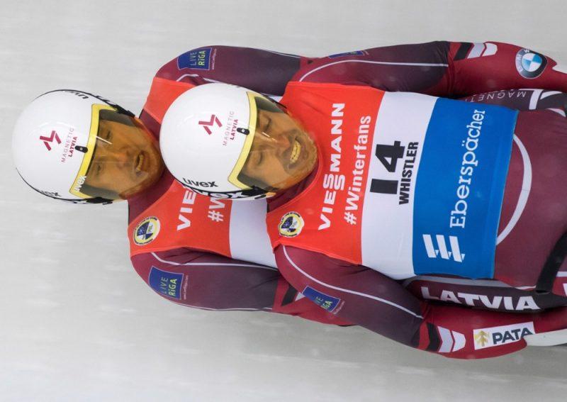 Kamaniņu sporta ekipāža Andris un Juris Šici trasē.