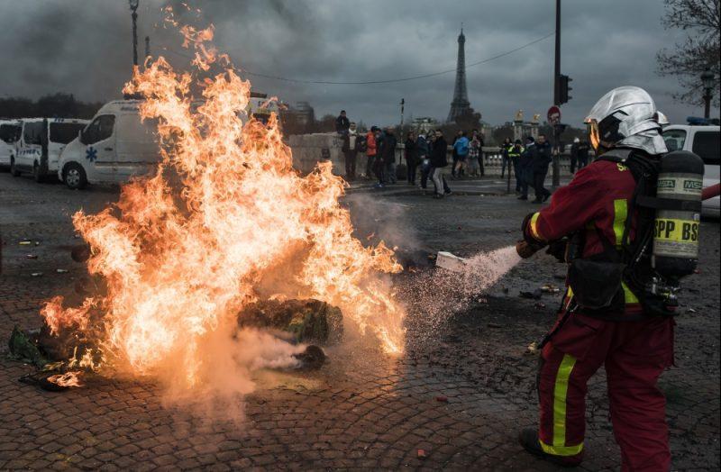 """""""Dzelteno vestu"""" protesti Parīzes ielās Francijā, 03.12.2018."""