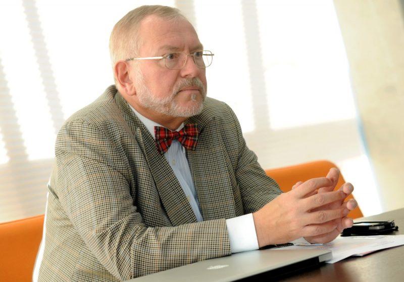 Šveices advokāts Rūdolfs Meroni.