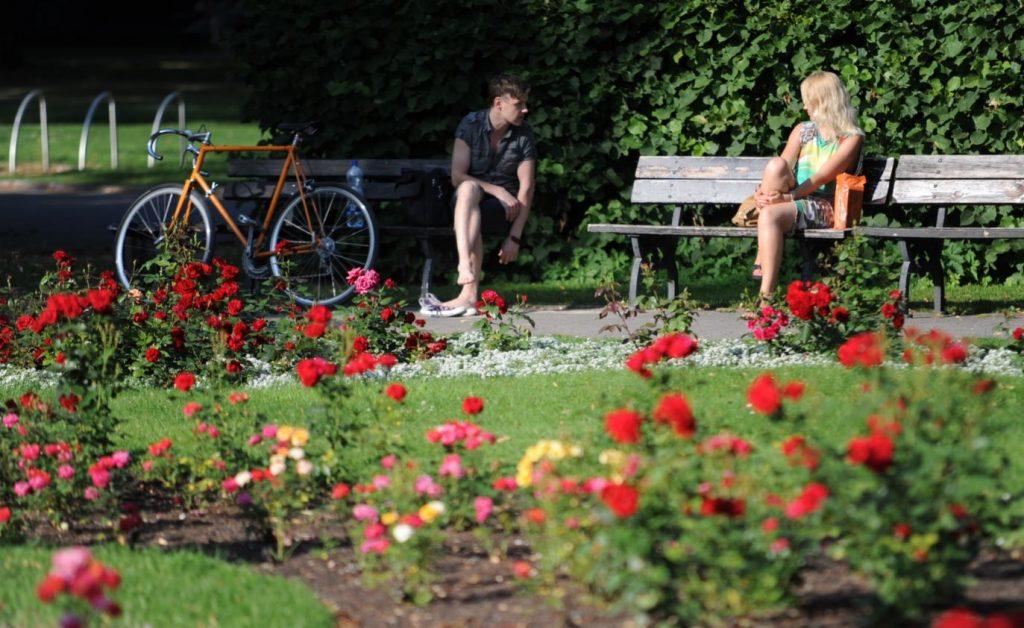 Cilvēki Vērmanes dārzā