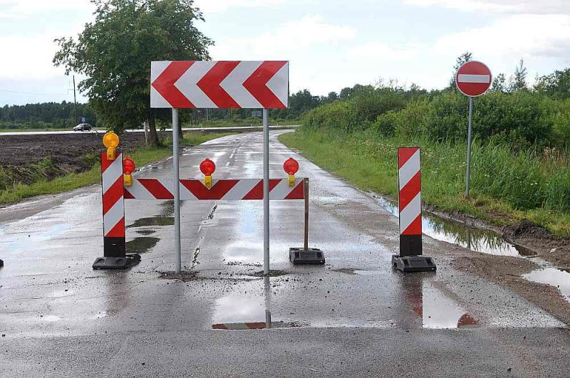 Neraugoties uz satiksmes ministru paziņojumiem par valsts ceļu nodošanu pašvaldībām, neviens ceļa kilometrs nav nodots kopā ar finansējumu tā uzturēšanai.