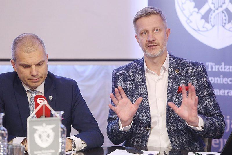 LTRK prezidents Aigars Rostovskis (no kreisās) un valdes priekšsēdētājs Jānis Endziņš.