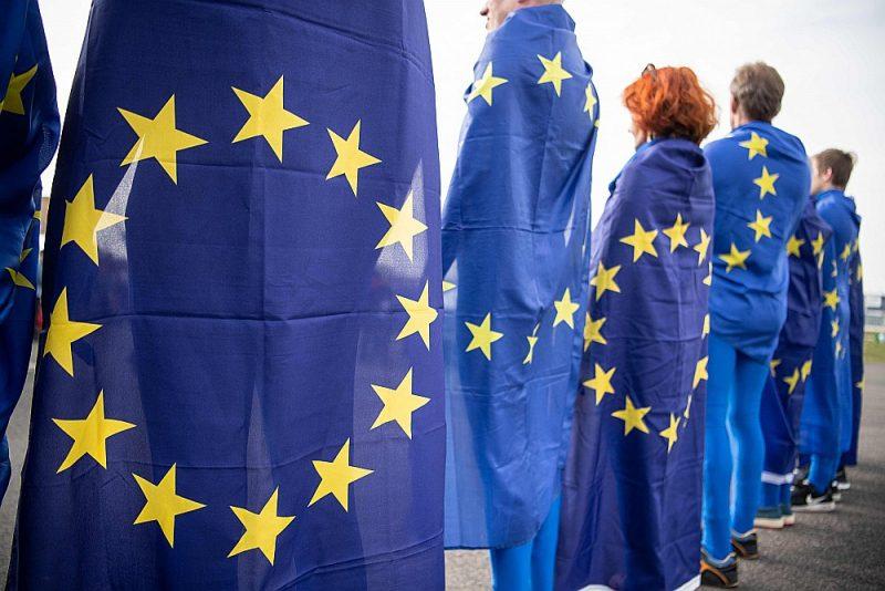 EP vēlēšanās, kas notiks 25. maijā, no Latvijas ir pieteikti 16 saraksti ar 246 deputātu kandidātiem, bet ievēlēt var tikai astoņus deputātus.