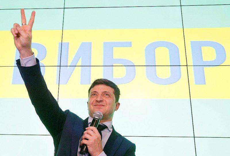 Jaunienācējs politikā 41 gadu vecais Volodimirs Zeļenskis savā kampaņā neuzstājās masu mītiņos, bet plaši izmantoja sociālos tīklus gados jaunu vēlētāju uzrunāšanai.