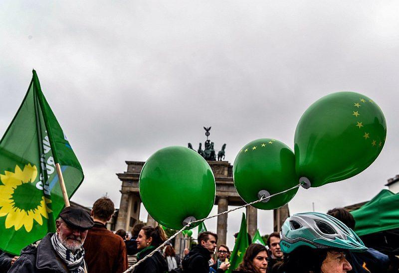 """Zaļo partijas piekritēji 29. aprīlī Berlīnē aizsāk pirmsvēlēšanu kampaņas tūri """"Come""""."""