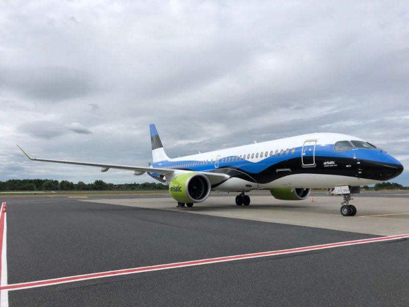 """""""airBaltic"""" atzīmē augsto pieprasījumu Igaunijā ar īpašu """"Airbus A220-300"""" lidmašīnas krāsojumu."""