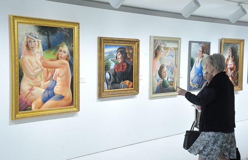 Izstāde koncentrējas ne tik daudz uz stāstu par Hildu Vīku, kā uz viņas mākslas darbiem, kurus tik lielā skaitā publika nav redzējusi kopš 1983. gada.