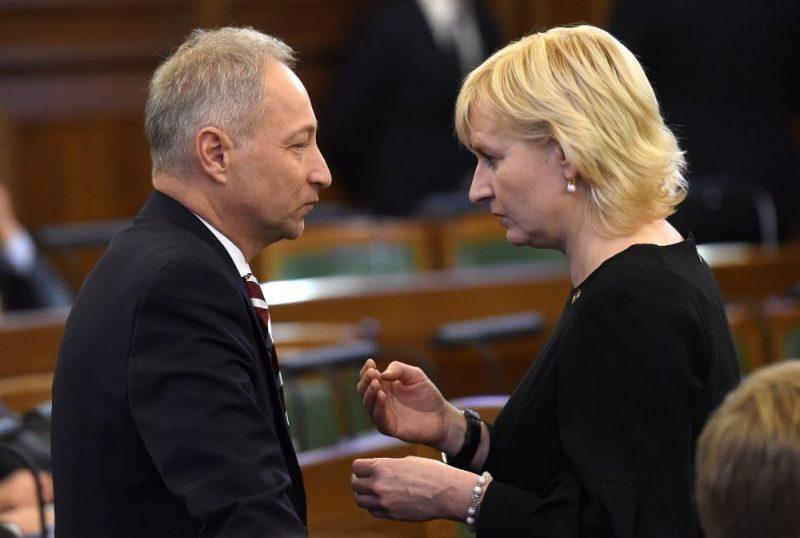Saeimas deputāti Jura Strīķe un Jānis Bordāns.