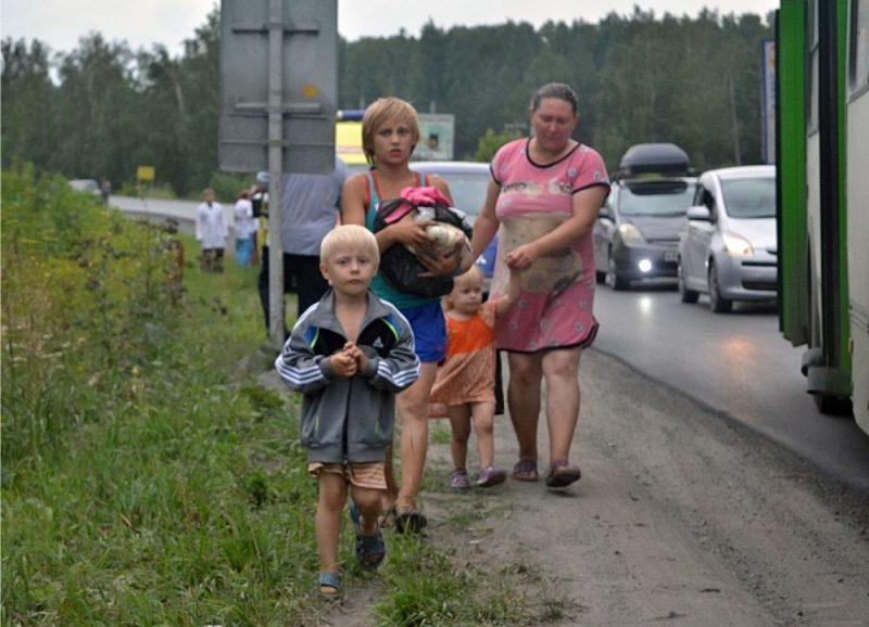 20 kilometru rādiusā ap noliktavu evakuēti 9533 cilvēki, bet aptuveni 7000 devušies prom pašu spēkiem.