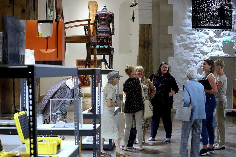 Skatītāja priekšā uzburts simbolisks krājums, ļaujot pašiem ieskatīties, iedziļināties un sajust noslēpumaino muzeja garu.