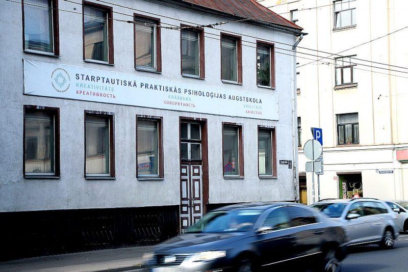 Pēdējos gados privāto augstākās izglītības iestāžu skaits Latvijā kaut nedaudz, bet sarucis. Piemēram, Starptautiskā praktiskās psiholoģijas augstskola 2017. gadā izslēgta no izglītības iestāžu reģistra. Augstskolas nosaukums uz nama Gogoļa ielā gan gozējas joprojām.