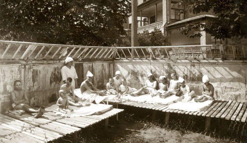 Saules peldes bērnu slimnīcā. 1927. gads.