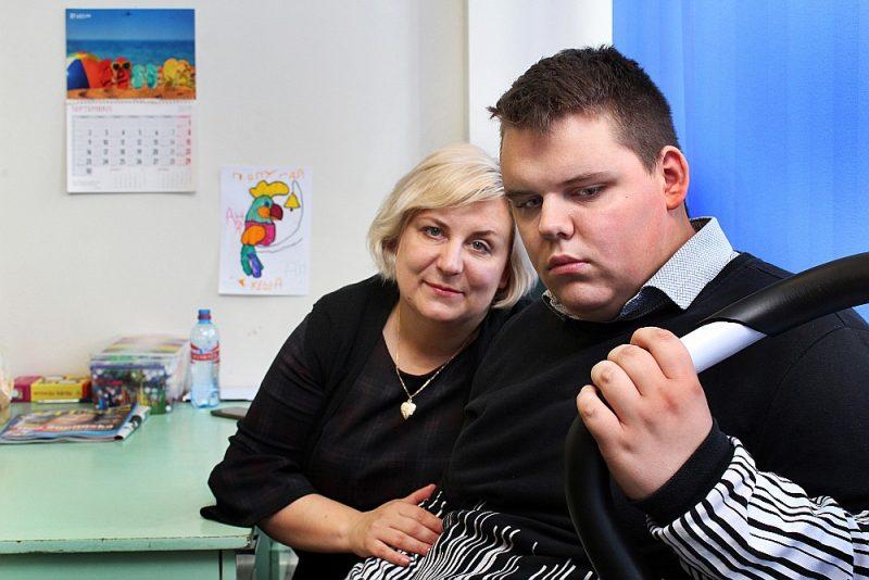 Sandra Bičkova-Šilina ar dēlu Markusu, kurš nemaz neslēpj, ka viņam nepatīk fotografēšanās.