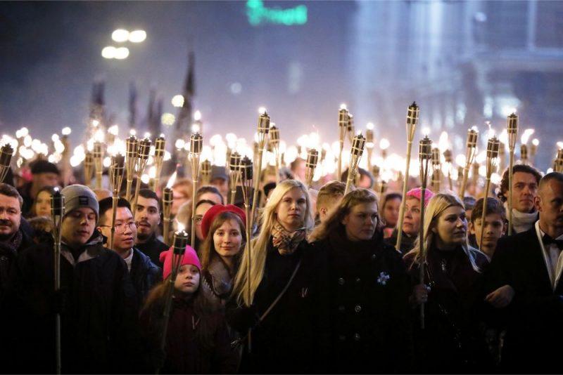 """Apvienības """"Visu Latvijai!-Tēvzemei un brīvībai/LNNK (VL-TB/LNNK) rīkotais Latvijas neatkarības dienas lāpu gājiens 2019.gadā"""