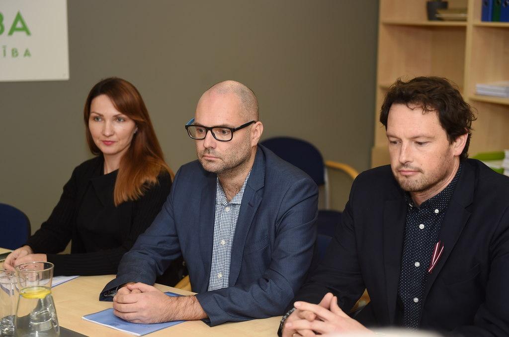 NEPLP pārstāvji Patriks Grīva (no labās) un Ivars Āboliņš.