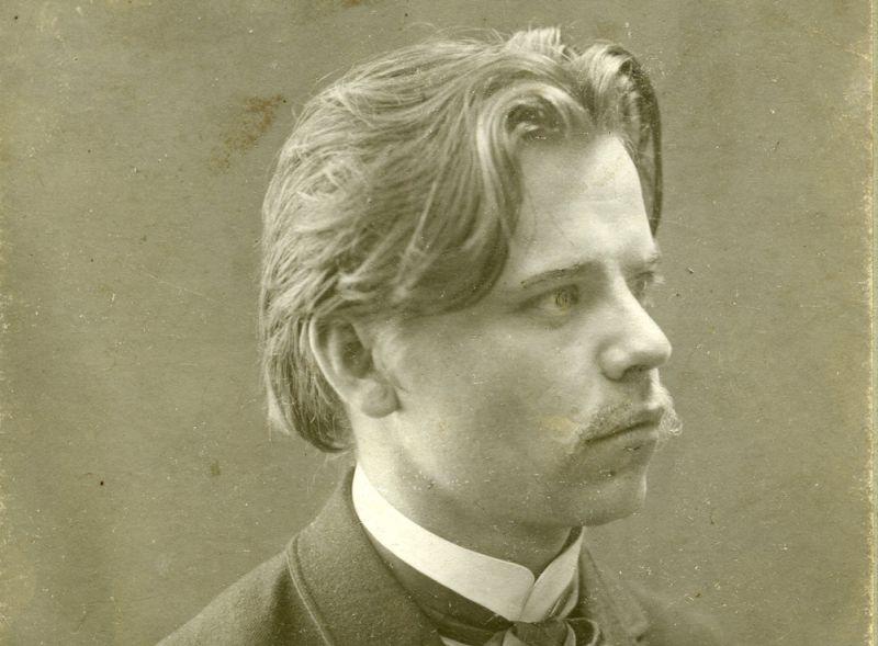 Sirsnīgākais dzejnieks, latviešu Andersens, pasaku ķēniņš, – kādus tikai titulus nevarētu piešķirt Kārlim Skalbem, un tie visi būtu pelnīti.