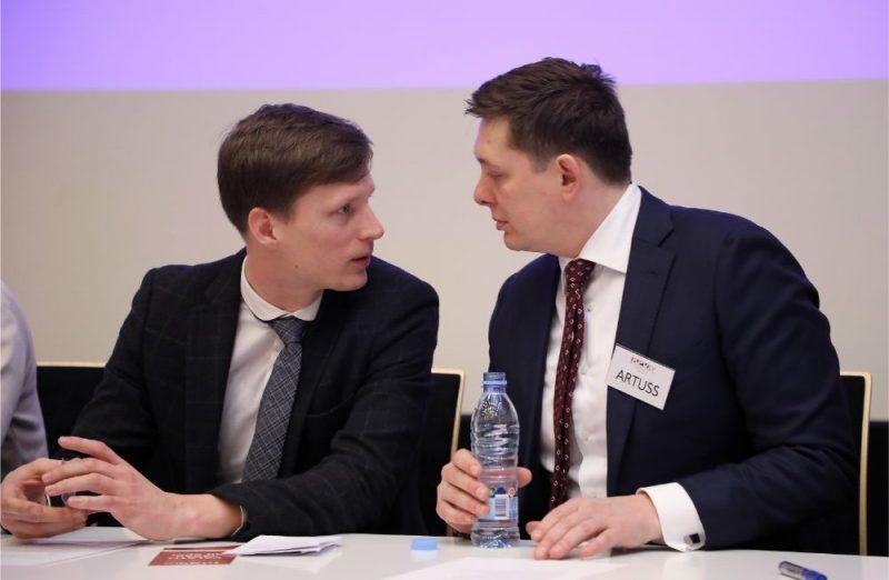 """Ralfs Nemiro (foto – no kreisās) un Artuss Kaimiņš no partijas """"KPV LV"""". Foto tapis 2019.gadā."""