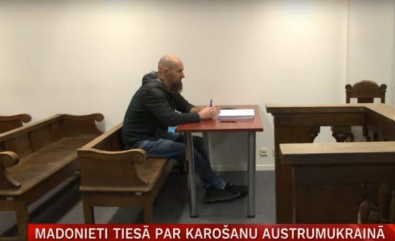 Apsūdzētais Ivars Kellijs tiesas zālē.