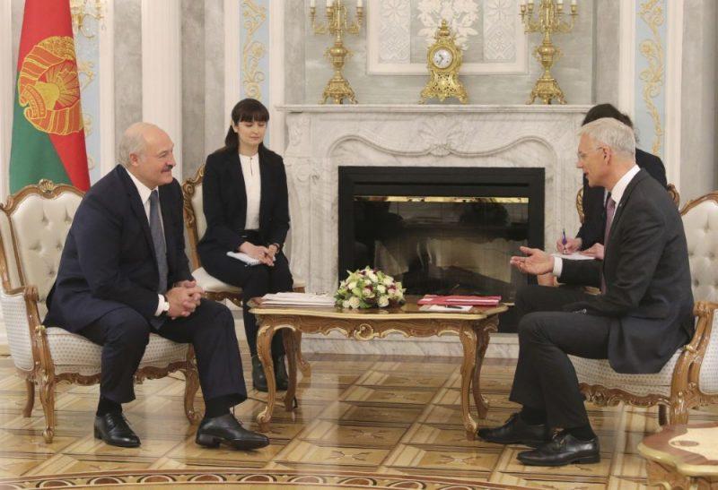 Aleksandrs Lukašenko (foto – no kreisās) tiekas ar Krišjāni Kariņu Baltkrievijā, 16.01.2020.