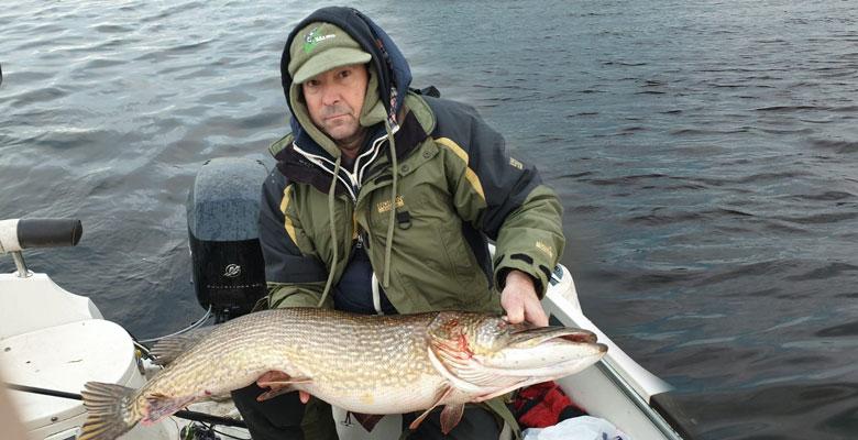 Jelgavnieks Dzintars Vēbers šorīt ap pulksten 10 Lielupē noķēris līdz šim savu lielāko lomu – 11,5 kilogramus smagu līdaku.