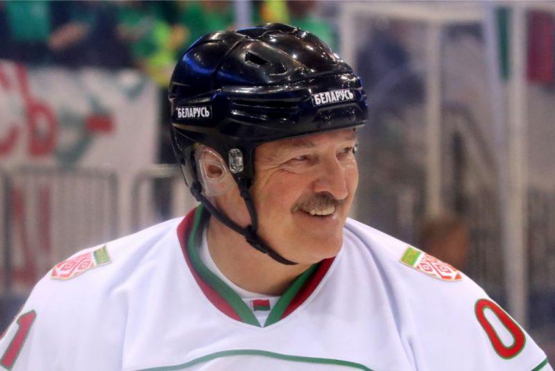 Aleksandrs Lukašenko ir liels hokeja cienītājs.