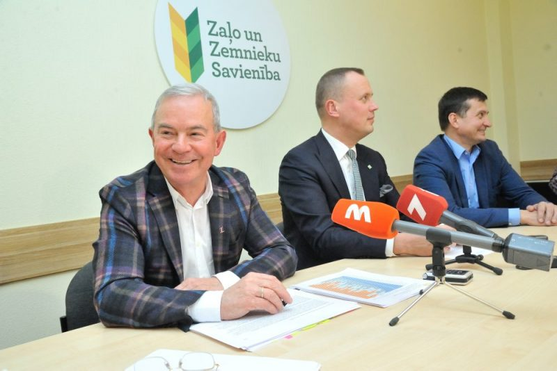 """Arī pēc šodien notikušās Zaļo un zemnieku savienības (ZZS) frakcijas un valdes tikšanās ar politiķi Aivaru Lembergu ZZS turpinās sadarbību ar viņa vadīto partiju """"Latvijai un Ventspilij"""", 08.01.2020."""