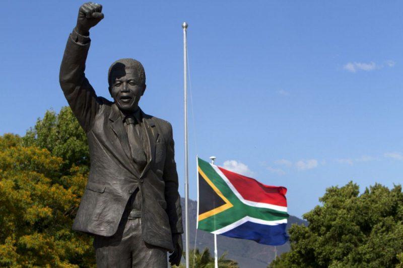 Dienvidāfrika. Nelsona Mandelas statuja.