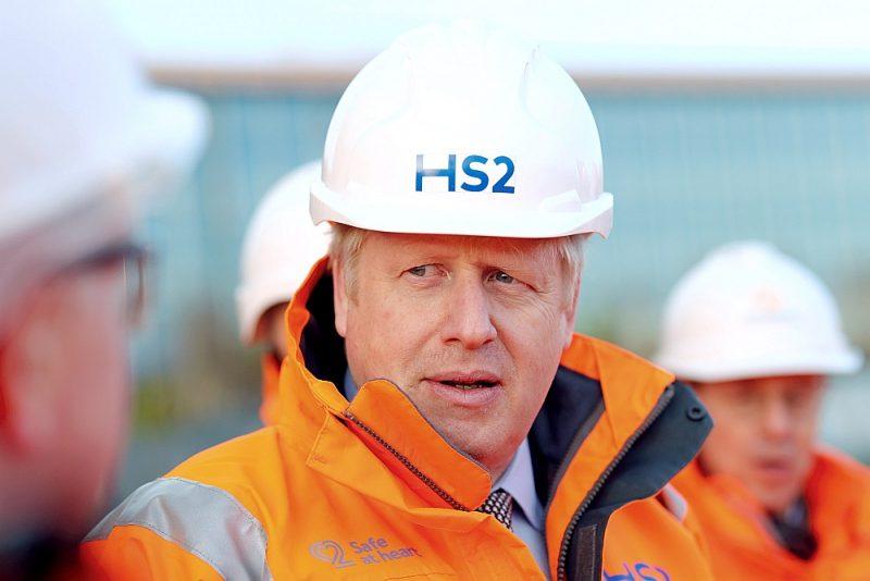 Britānijas premjerministrs Boriss Džonsons dzelzceļa HS2 būvlaukumā Birmingemas stacijā.