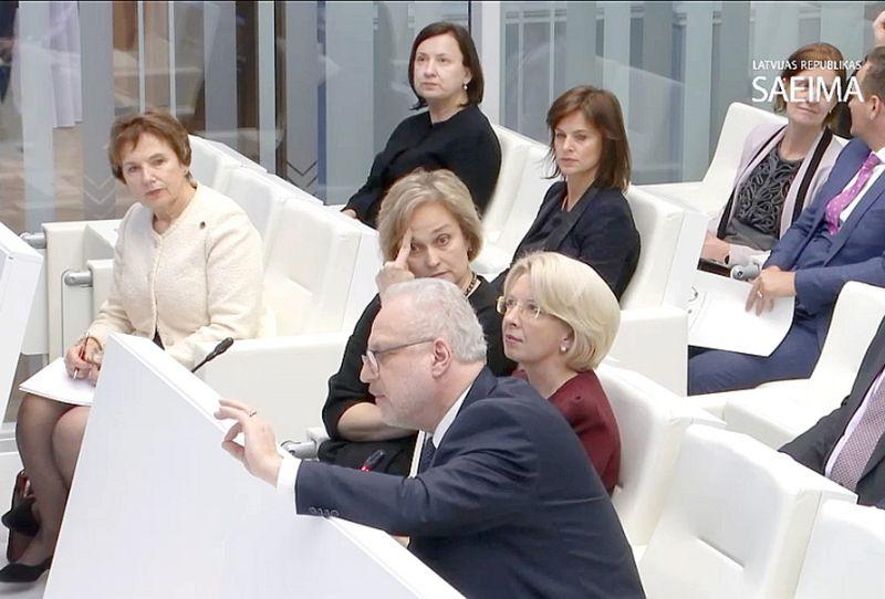 Valsts prezidents Egils Levits konferencē Saeimā centās pārliecināt deputātus par Valsts padomes nepieciešamību. Viņam līdzās (no kreisās) – Saeimas priekšsēdētājas biedre Dagmāra Beitnere-Le Galla, Satversmes tiesas priekšsēdētāja Ineta Ziemele un Saeimas priekšsēdētāja Ināra Mūrniece.