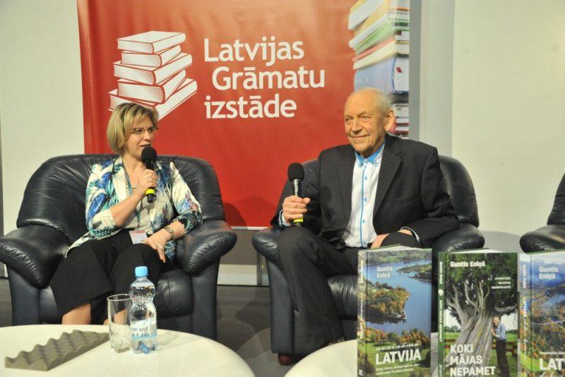 """Izdevniecības """"Latvijas Mediji"""" direktore Evija Veide iztaujā leģendāro dabas pētnieku Gunti Eniņu."""